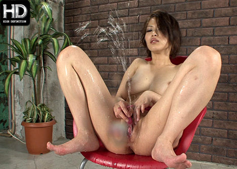 Squirting Queen Masturbates in Flood of Pussy Juice - Saki Ootsuka 大塚咲 (720P HD)