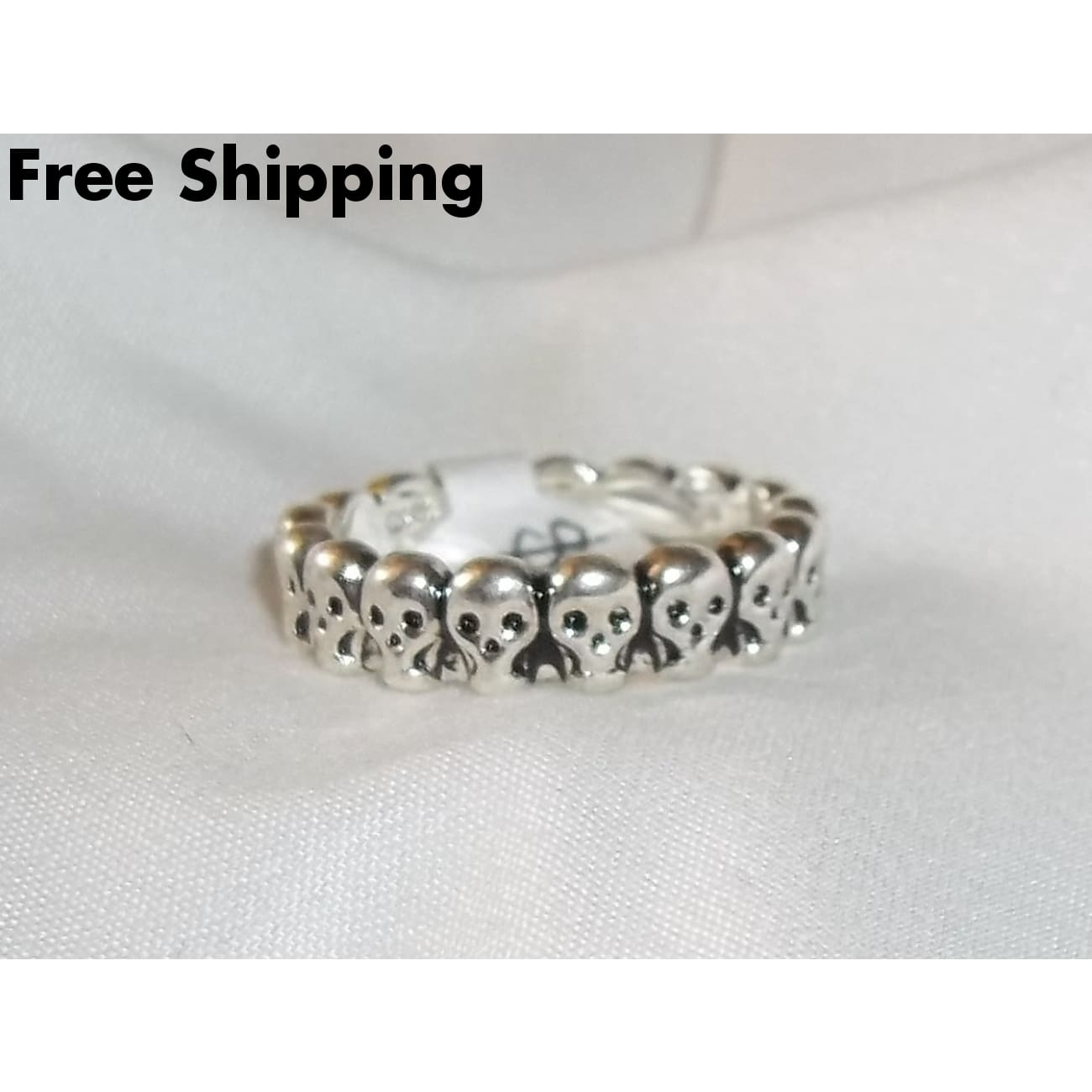 Skulls Ladies Goth Rocker Stainless Steel Band Ring - Rings