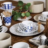 Tasse bleue Sir Blackberry en porcelaine-House of Rym-Le cochon truffier