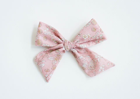 Wanderlust and Mayhem - Vintage Floral Bow