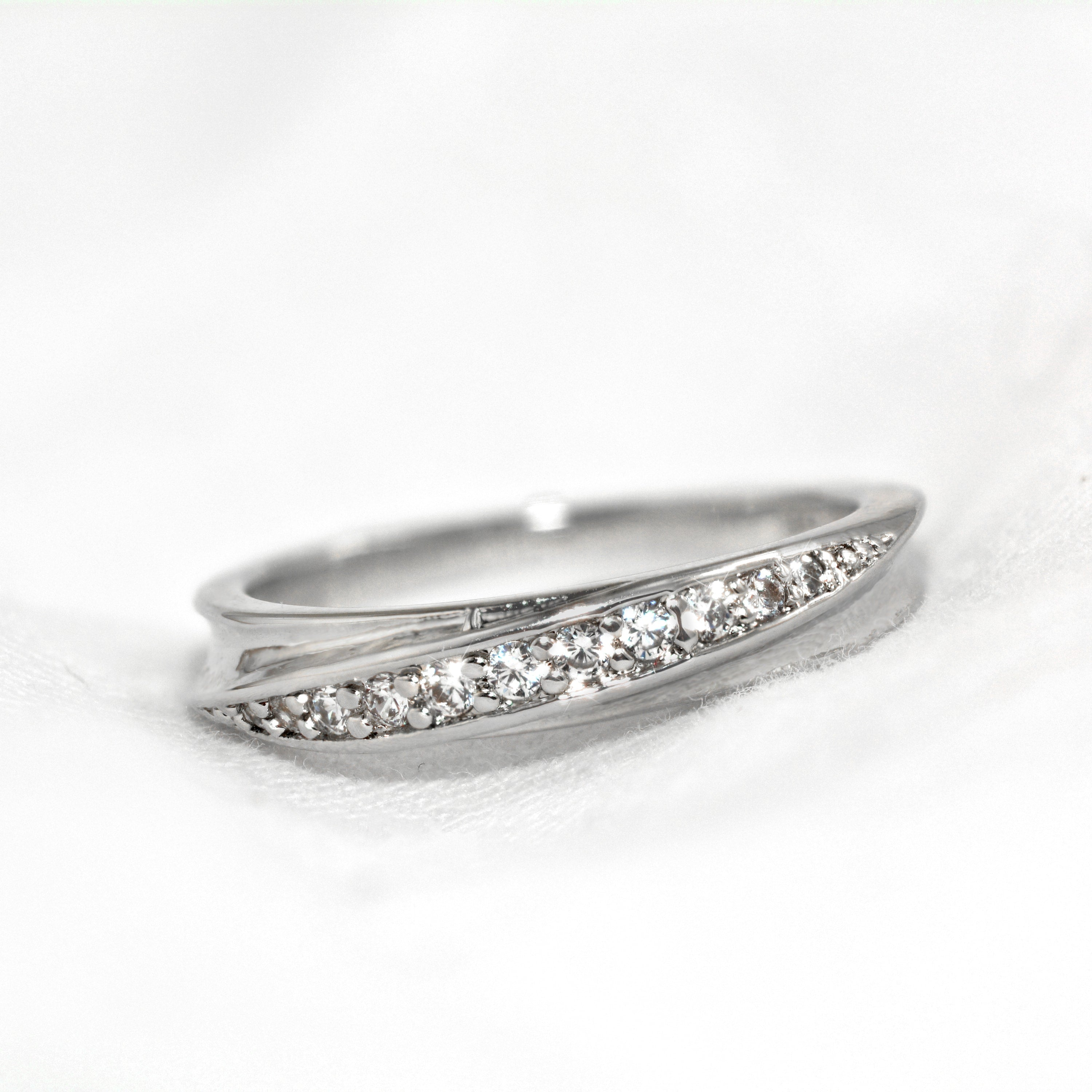 Classic Ripple Platinum Ring