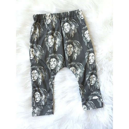 Organic lion king harem pants in size 12-18 months