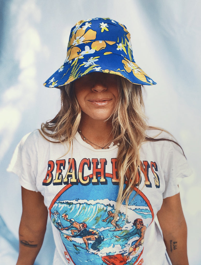 Goldfish Kiss Blue Printed Bucket Hat