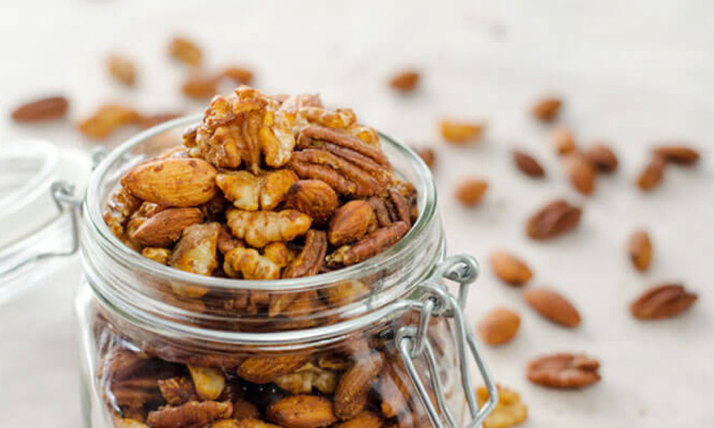 Gifting Spiced nuts in a Jar for a sustainable gifting option