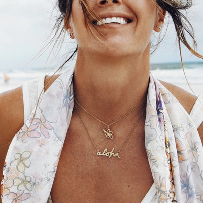 La Luna Rose x Goldfish Kiss Collaboration Hibiscus Hawaii Necklace in Silver