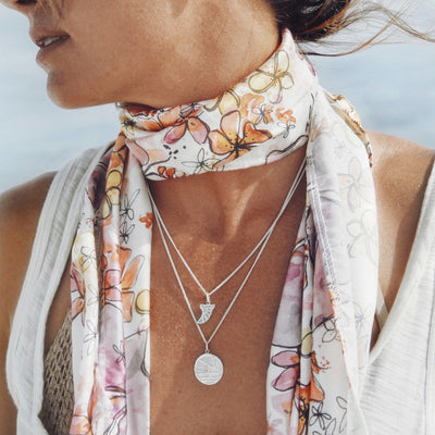La Luna Rose x Goldfish Kiss Collaboration Surf Fin Necklace  - Silver