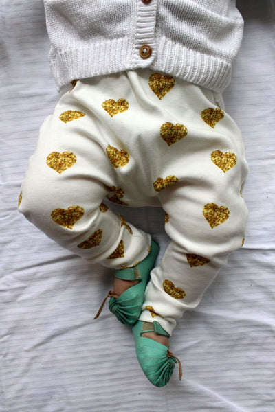 Organic Harem Leggings - Gold Glitter Hearts
