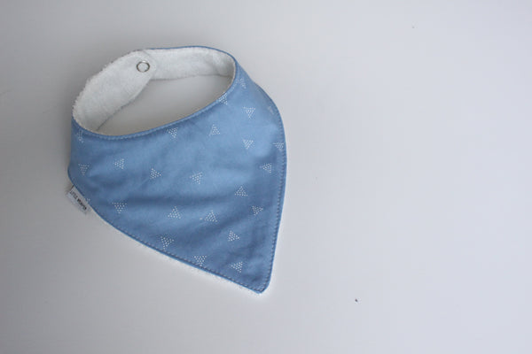 Bandana Bib - Triangle dots (Powder)