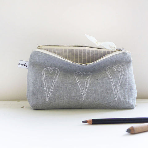 MID POUCH - scandi hearts, grey