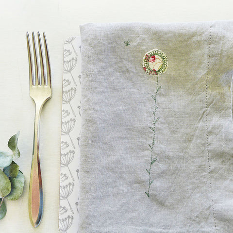 EMBROIDERED LINEN NAPKINS - daisy