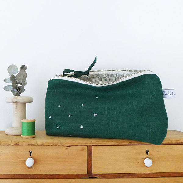 EMBROIDERED LINEN MID POUCH - forest green Stars
