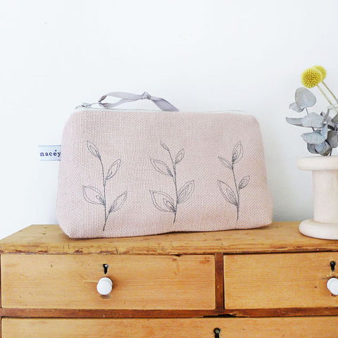 EMBROIDERED LINEN MID POUCH - blush pink Leaves