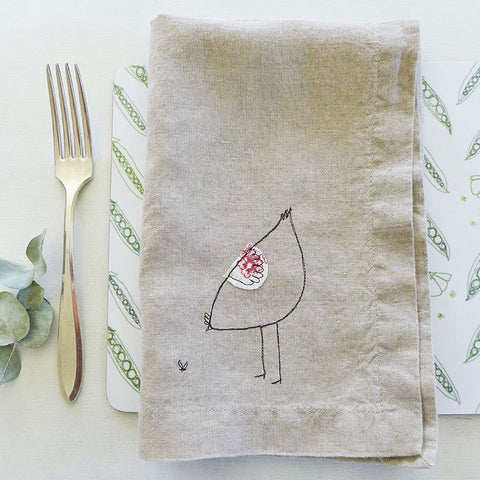 EMBROIDERED LINEN NAPKINS - pecking hen