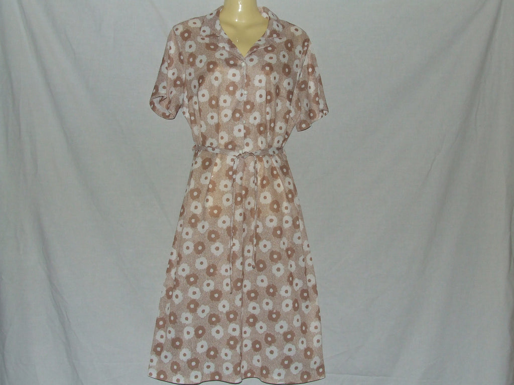 Ladies Dress Brown And White Floral Print With Buttons And Tie Belt Vintage 70's - Vintage Retro And Vinyl - 1