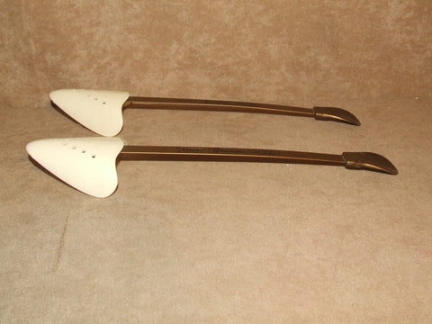 Graciosa Gold Plastic Shoe Trees By Dasco Made In England Vintage - Vintage Retro And Vinyl - 1