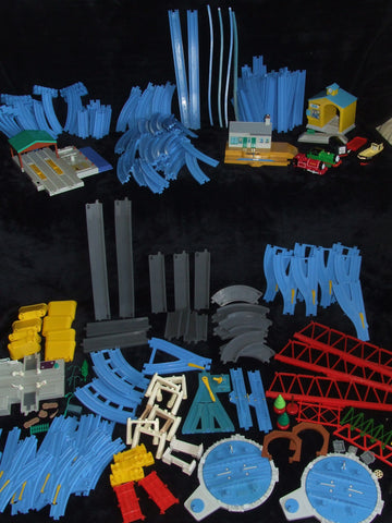 Large TOMY Thomas Train Set Track Road And Parts Bundle 200+ Pieces - Vintage Retro And Vinyl - 1