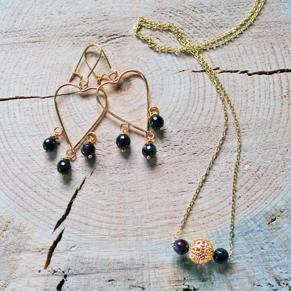 Bar Necklace with Garnet