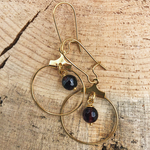 Double-strand Hoop Necklace with Garnet and Smoky Quartz