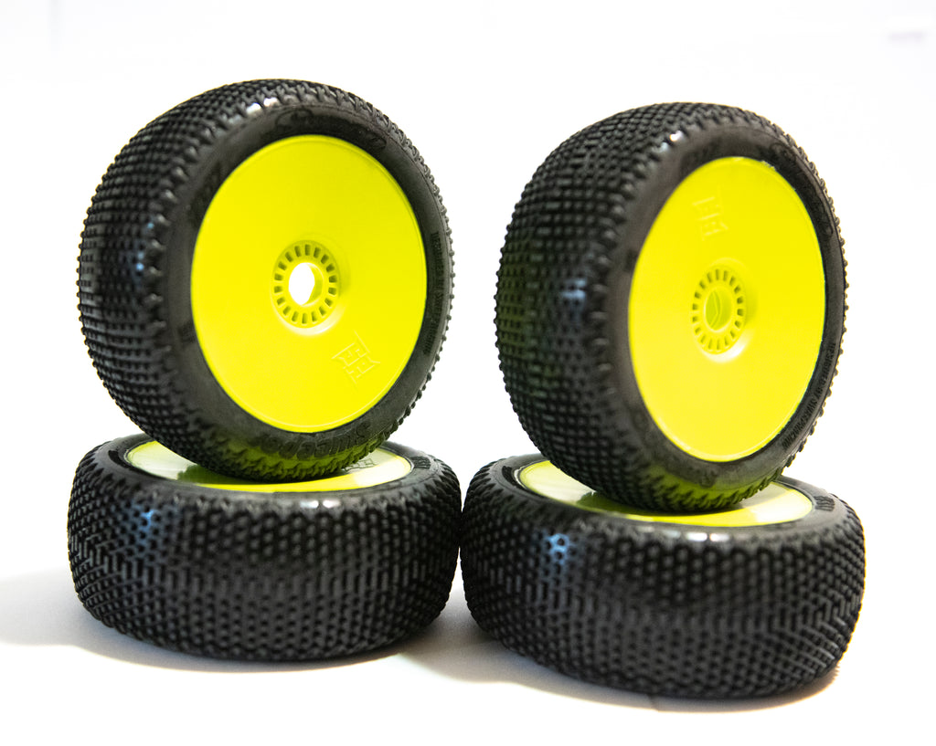 Sweep Racing 317-4418 Sweeper Ultra Soft Silver Dot on Yellow Wheel (4 Tires)