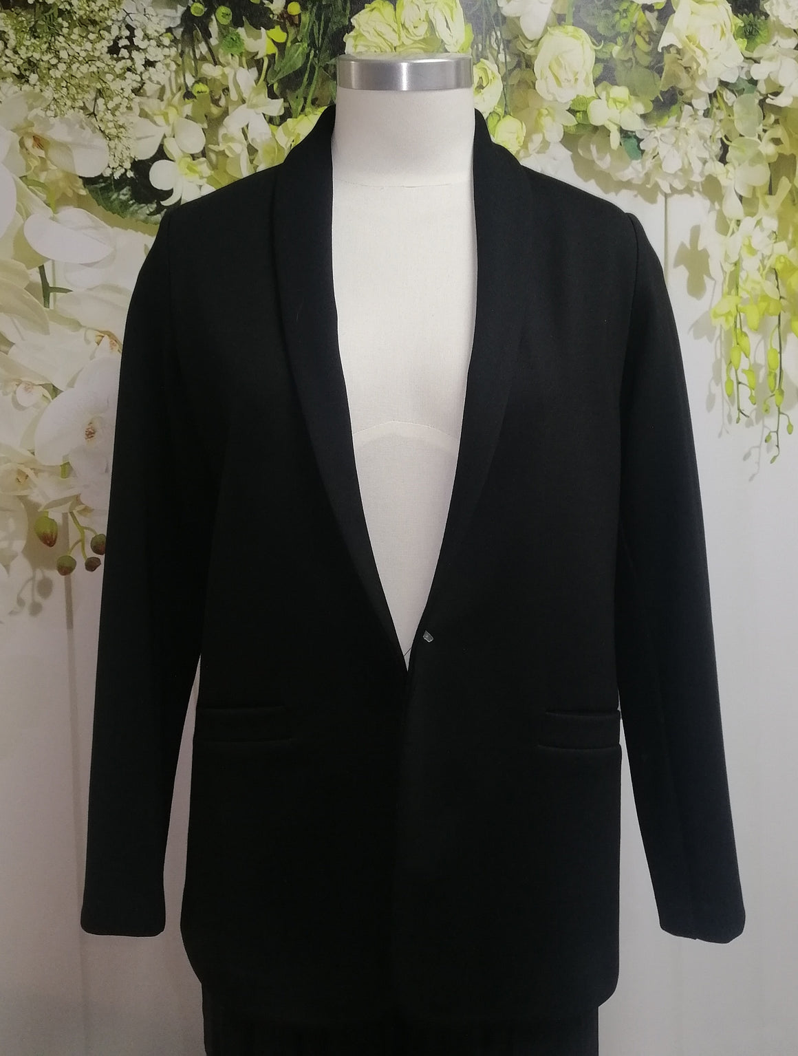 "Lisette Classic 27"" Jacket in Hollywood Fabric - Black - Fashion Focus"