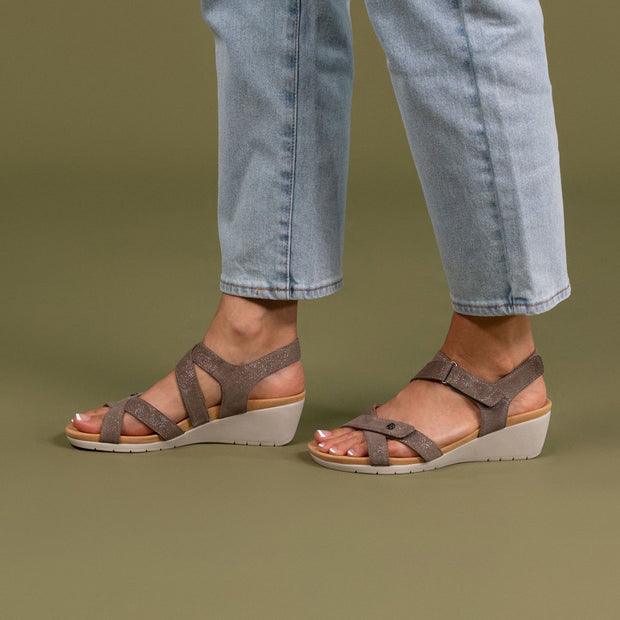 REVERE Casablanca Wedge Sandal#color_rusty-metallic
