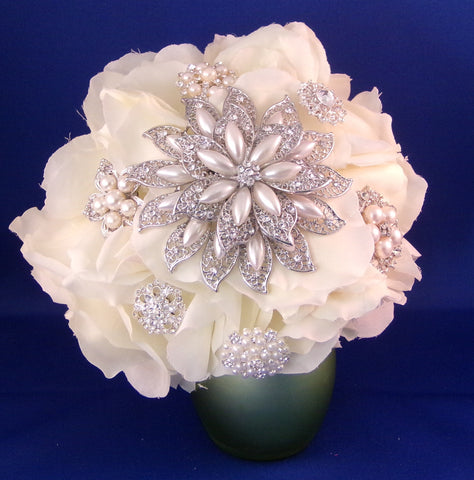 Bouquet - Brides - Dazzling White Pearl Rose