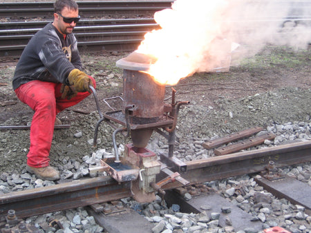 How its Welded: Railroad Track – Thermite Welding