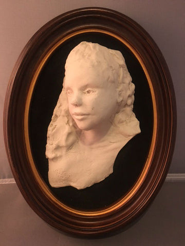 3D Sculpted Bust in Oval Frame