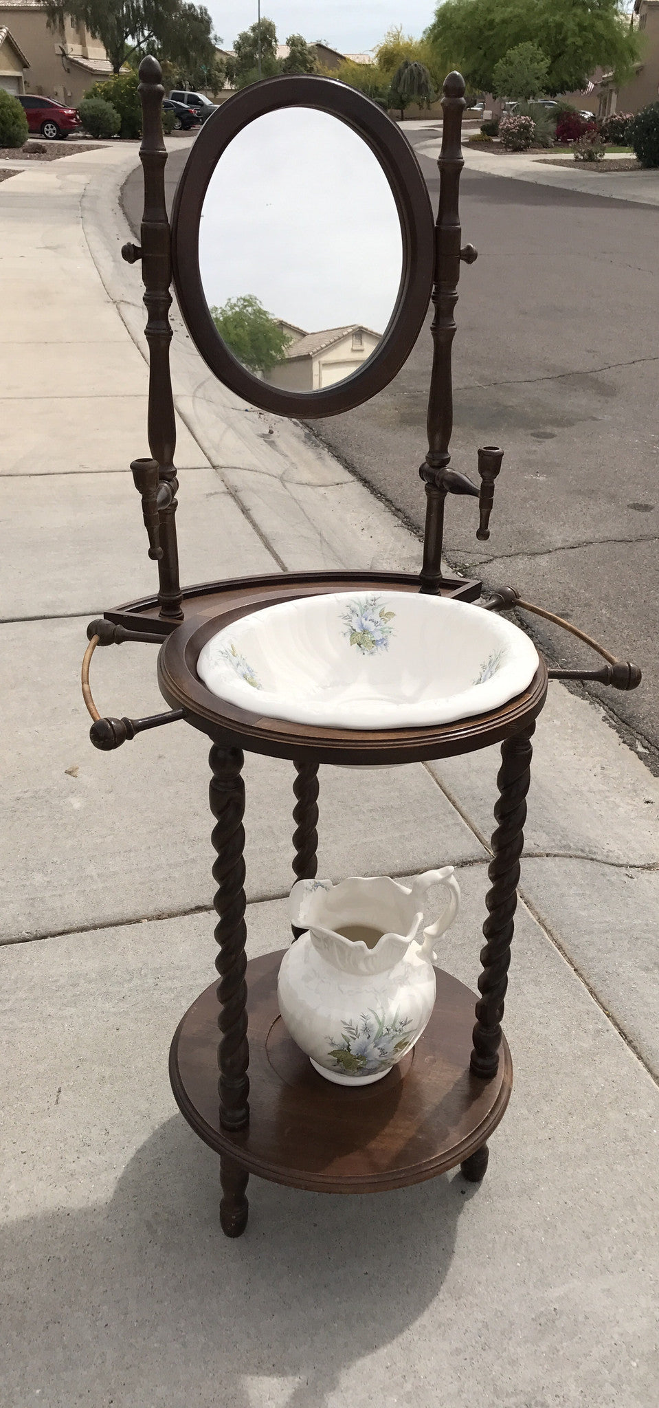 Antique Style Dry Sink Vanity With Mirror