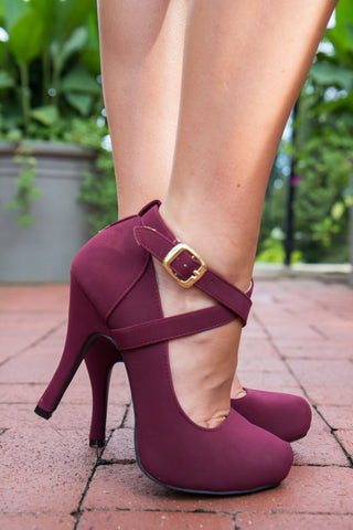products/Sassy_Strappy_Heels-3.jpg