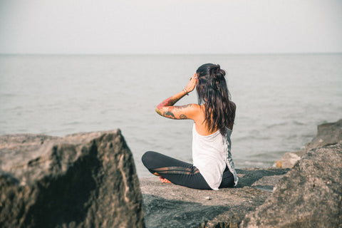 Meditation by the ocean - O2 Living blog makers of Living health and wellness hemp extract CBD