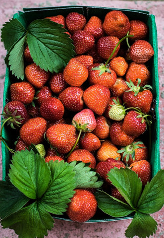 organic strawberries- O2 Living blog makers of organic cold-pressed fruit and vegetable Living Juice