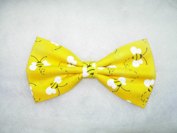 Honey Bee Bow Tie / Buzzing Bees on Yellow / Queen Bee / Self-tie & Pre-tied Bow tie - Bow Tie Expressions
