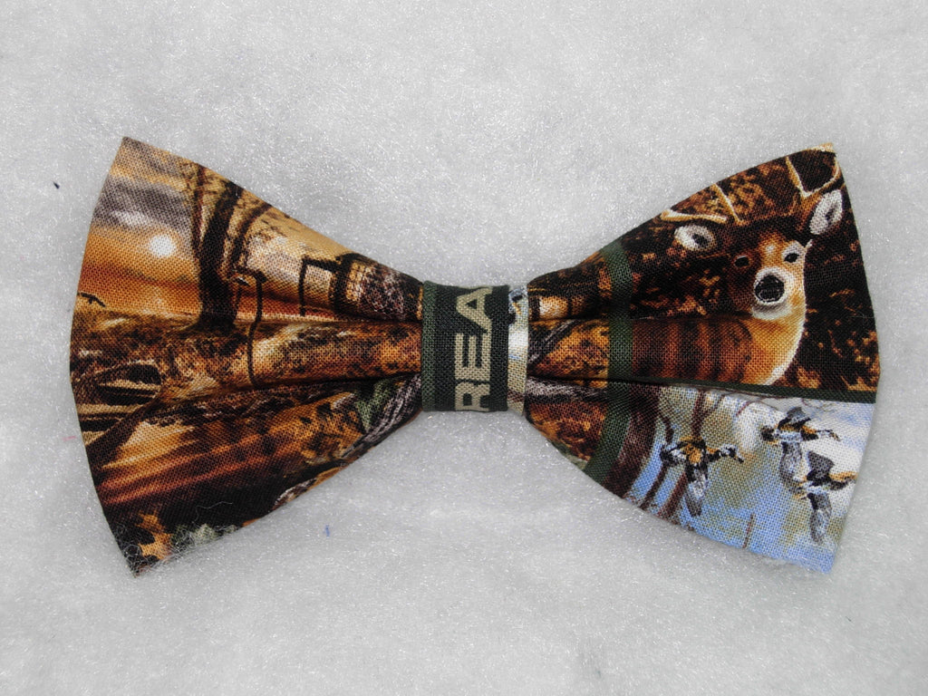 REALTREE HUNTING & CAMO BLOCKS PRE-TIED BOW TIE - LAKE CABIN, DEER, BEARS, GEESE WITH REALTREE CAMO - Bow Tie Expressions  - 1
