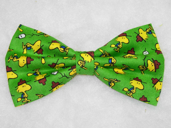 CAMP PEANUTS PRE-TIED BOW TIE - WOODSTOCK ON A GREEN BACKGROUND - Bow Tie Expressions  - 1