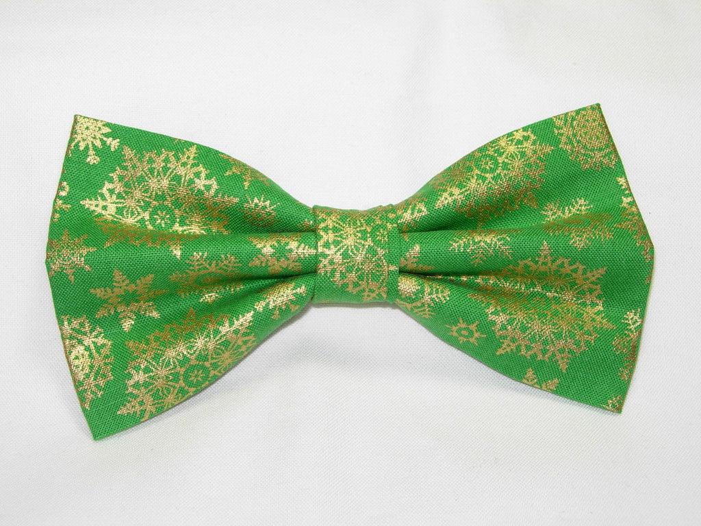 GOLDEN SNOWFLAKE PRE-TIED BOW TIE - METALLIC GOLD SNOWFLAKES ON CHRISTMAS GREEN - Bow Tie Expressions  - 1