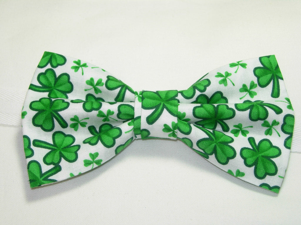 GREEN CLOVERS / SHAMROCKS TOSSED ON WHITE PRE-TIED BOW TIE - Bow Tie Expressions  - 1
