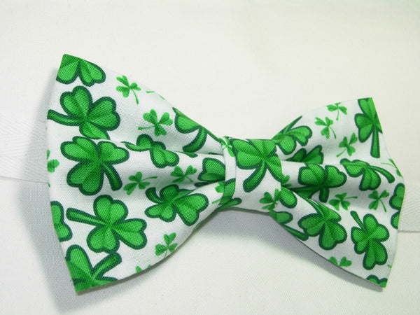 GREEN CLOVERS / SHAMROCKS TOSSED ON WHITE PRE-TIED BOW TIE - Bow Tie Expressions  - 2