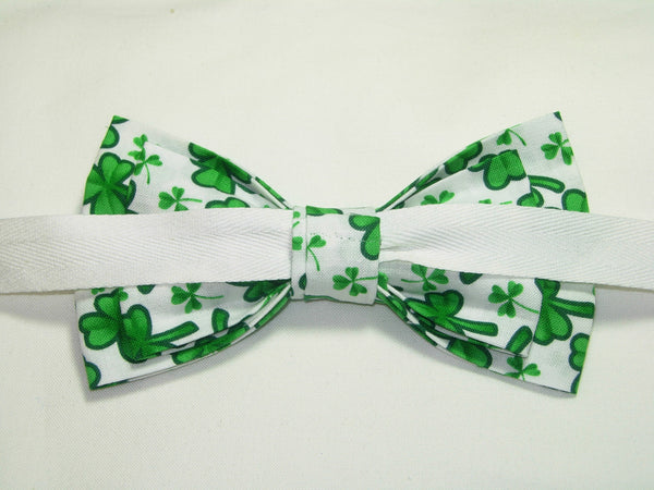 GREEN CLOVERS / SHAMROCKS TOSSED ON WHITE PRE-TIED BOW TIE - Bow Tie Expressions  - 3