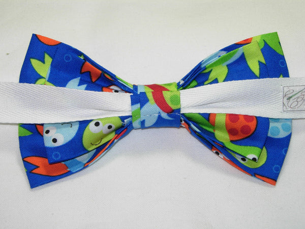 COLORFUL BABY SEA TURTLES TOSSED ON ROYAL BLUE PRE-TIED BOW TIE - ORANGE, GREEN & BLUE - Bow Tie Expressions  - 3