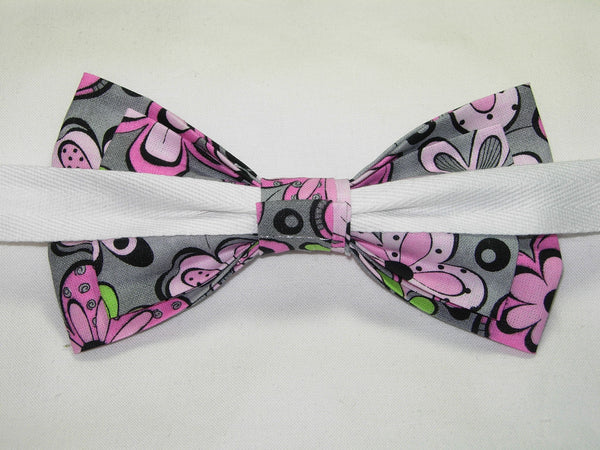 Flower Power Bow tie / Pink Retro Flowers on Gray / Pre-tied Bow tie - Bow Tie Expressions
