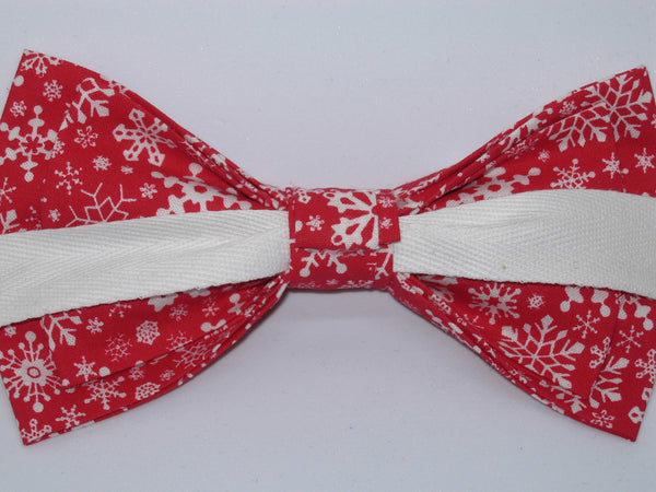 Christmas Bow tie / Delicate White Snowflakes on Red / Pre-tied Bow tie - Bow Tie Expressions