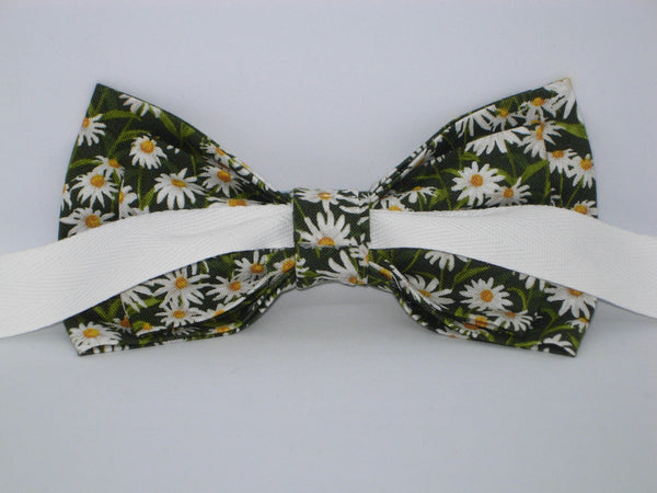 Daisy Bow tie / Spring Daisies on Dark Green / Self-tie & Pre-tied Bow tie - Bow Tie Expressions