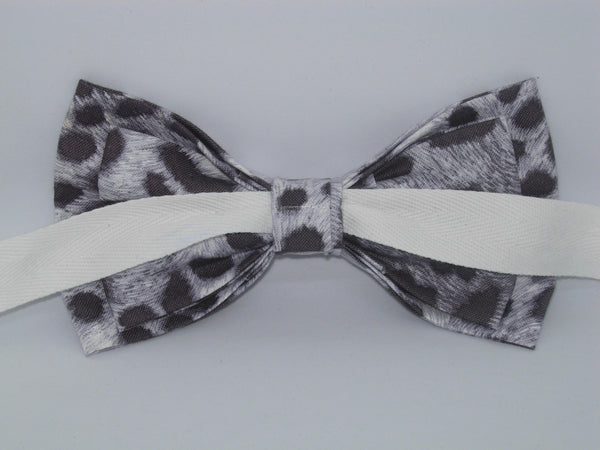 Snow Leopard Print Bow tie / Charcoal Black Spots on White / Pre-tied Bow tie - Bow Tie Expressions