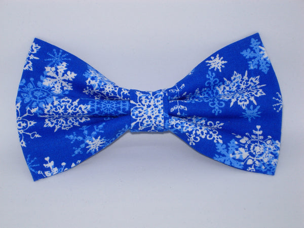 Christmas Bow tie / White Snowflakes on Blue / Self-tie & Pre-tied Bow tie - Bow Tie Expressions