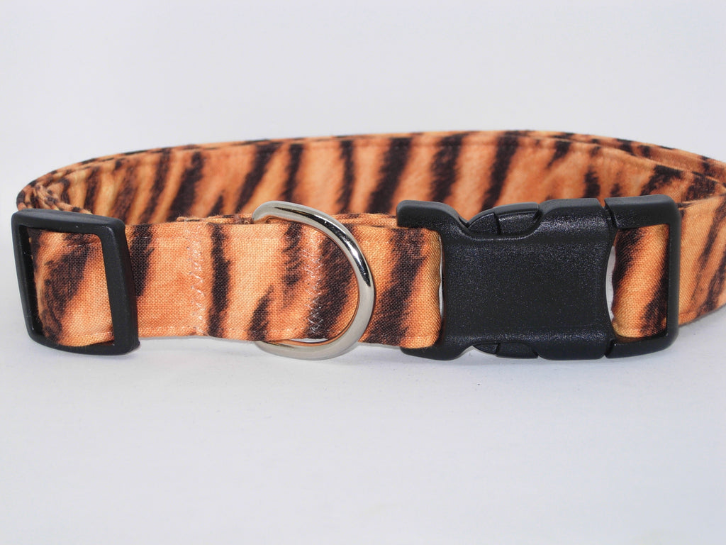 Tiger Print Dog Collar / Brown Tiger Stripes on Tan / Matching Dog Bow tie - Bow Tie Expressions