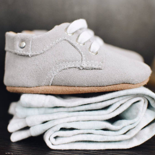 Gray Elastic Laced Oxford