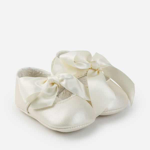 Pearly Leatherette Pram Shoes
