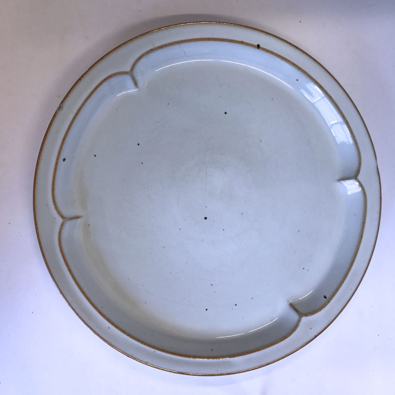 Vintage Lauffer Denmark Clover Dinner Plate Tan Scallop Specks Chip