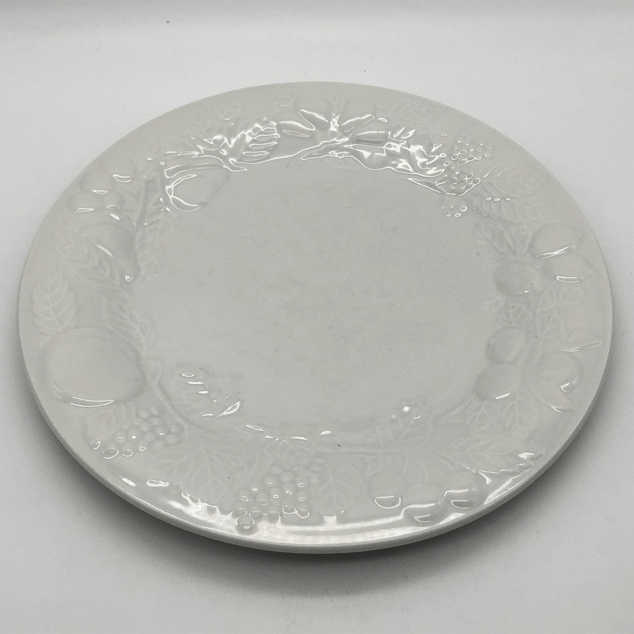 Vintage Gibson Fruit Off-White Dinner Plate Embossed Fruit Design 10-5/8""